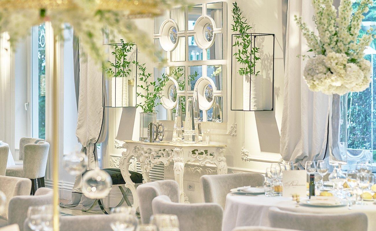 matrimonio total white a villa regina