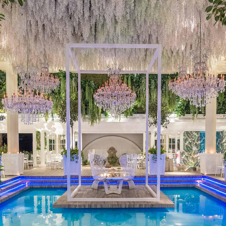 Ville-per-matrimoni-con-piscina-particolare-tavolo-sposi
