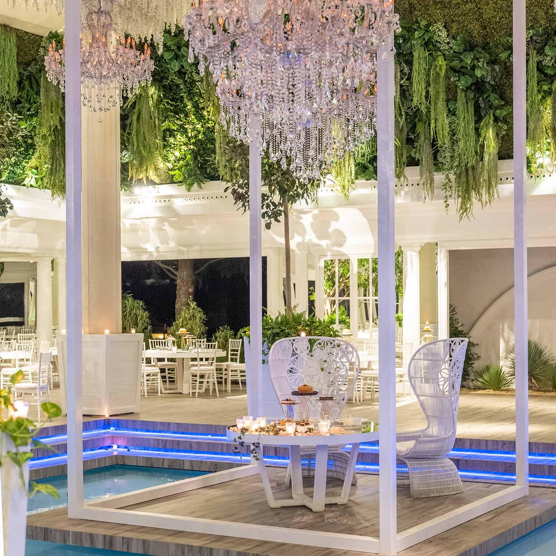 Ville-per-matrimoni-con-piscina-soffito-verde
