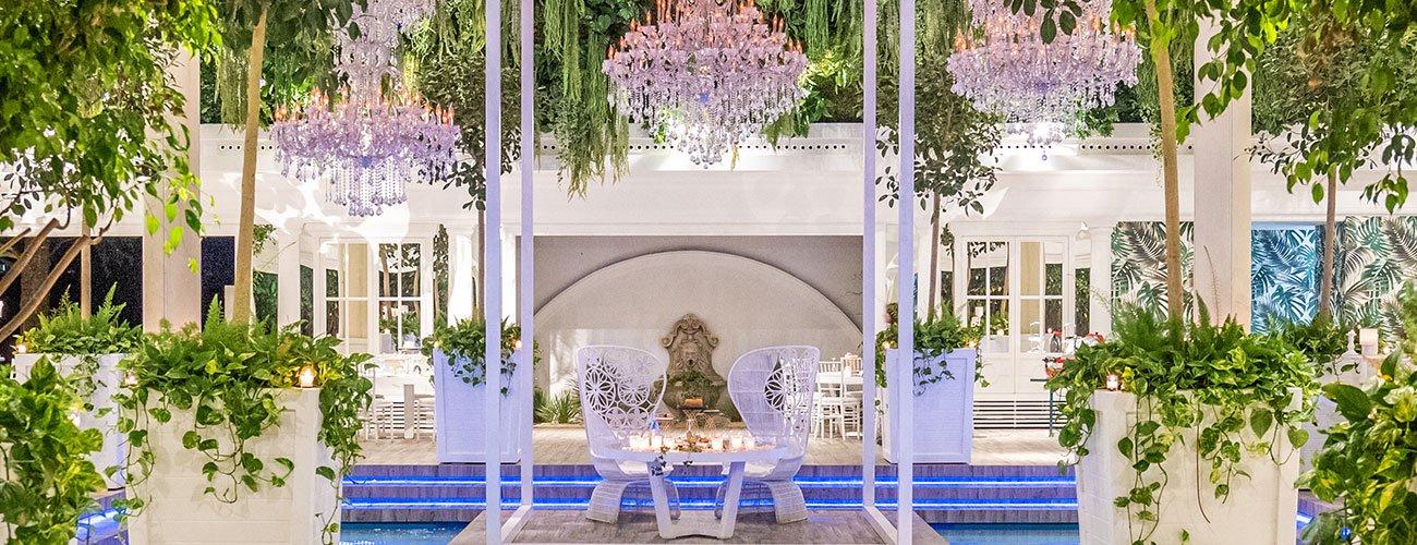 Ville-per-matrimoni-con-piscina-tavolo-sposi