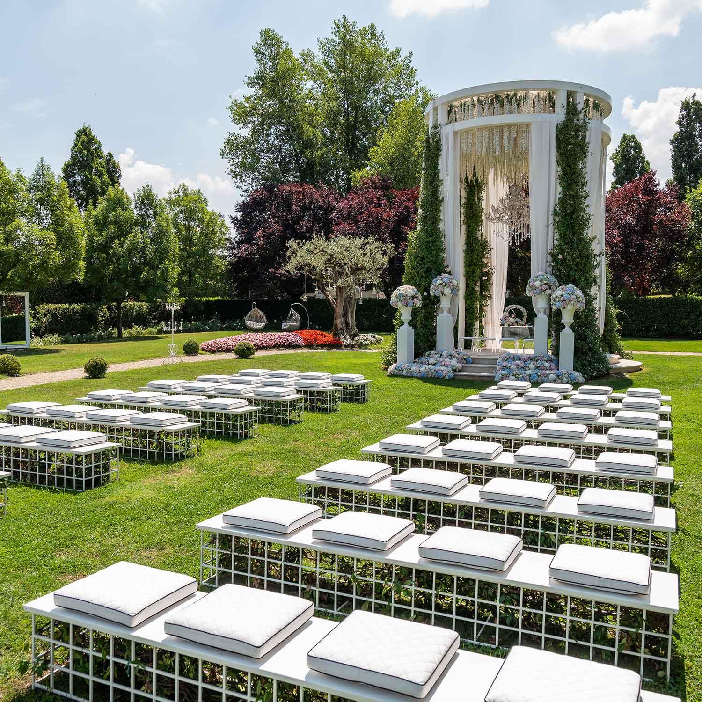 Matrimonio stile americano Campania sul prato