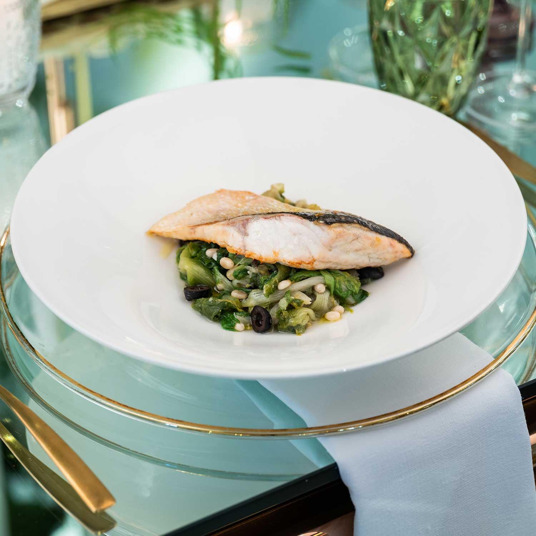Ristorante matrimonio pesce su verdure